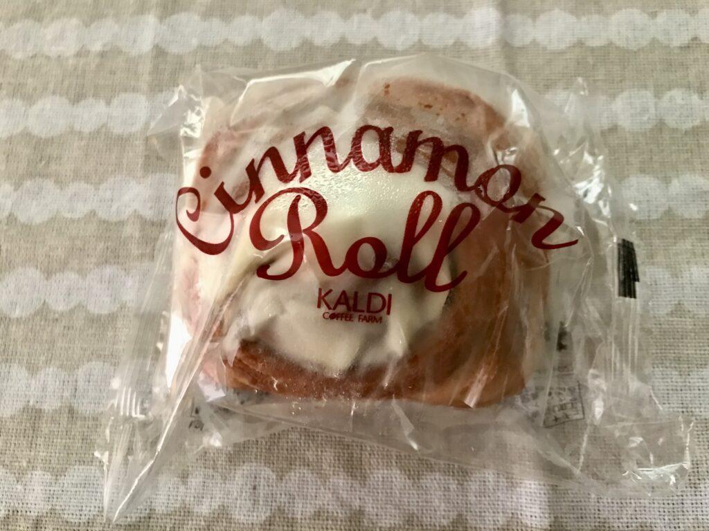 カルディKALDIの冷凍シナモンロールのパッケージ