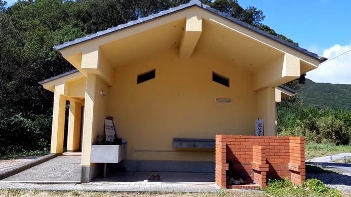 大分県佐伯市上浦にある小田の浜海水浴場、キャンプ場のトイレ、炊事場