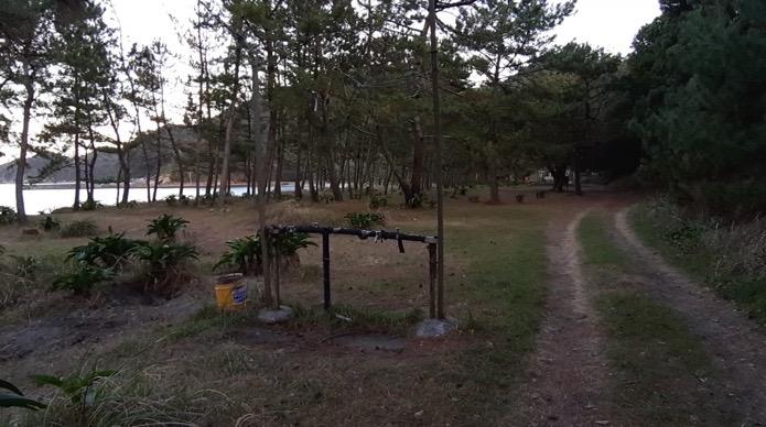 大分県無料キャンプ場の波当津海水浴場のサイト、水場