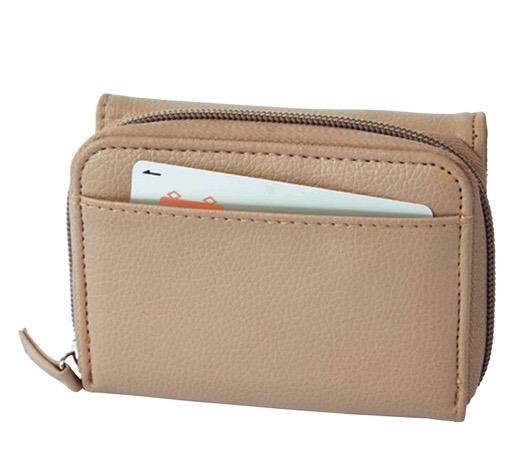 雑誌付録の財布なのにカードたっぷり収納できるzuccaの三つ折り財布