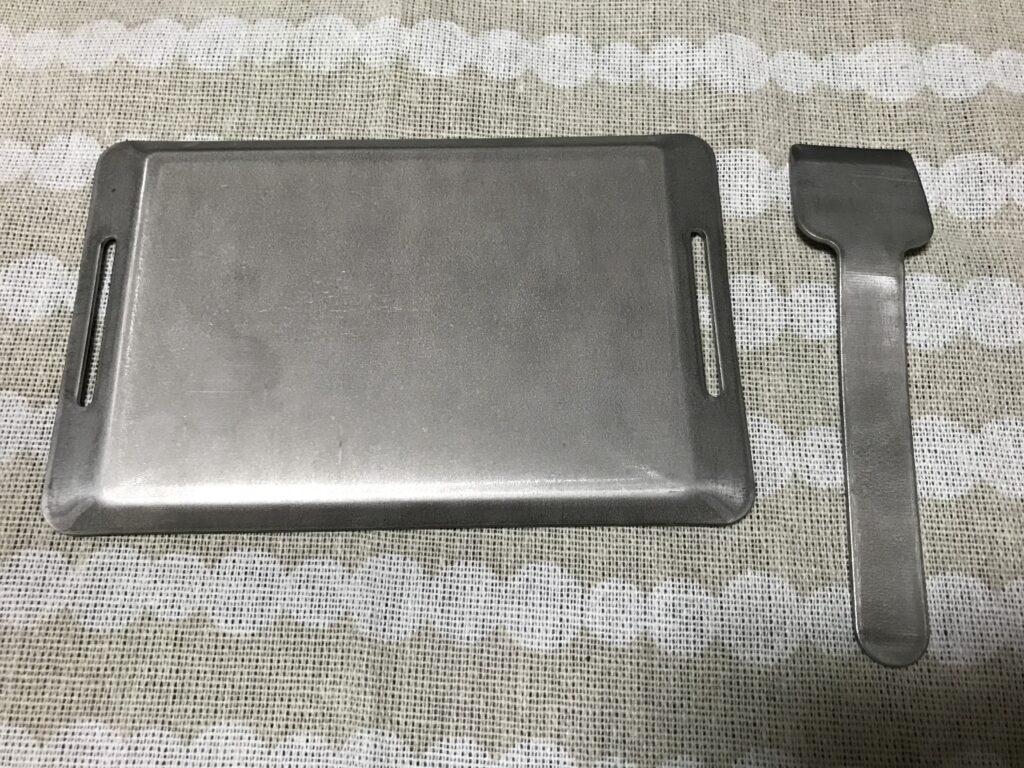 シーズニング前のキャンドゥ のバーベキュー用ミニ鉄板