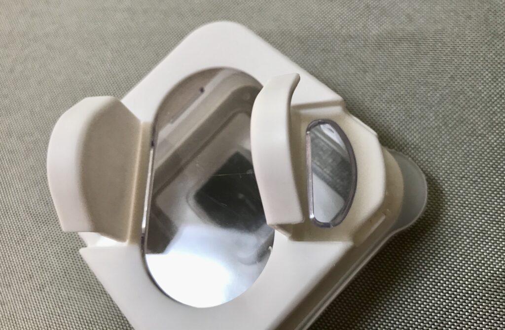100均セリアの 磁石付き調味料入れ 並べて飾れるスパイスボトル
