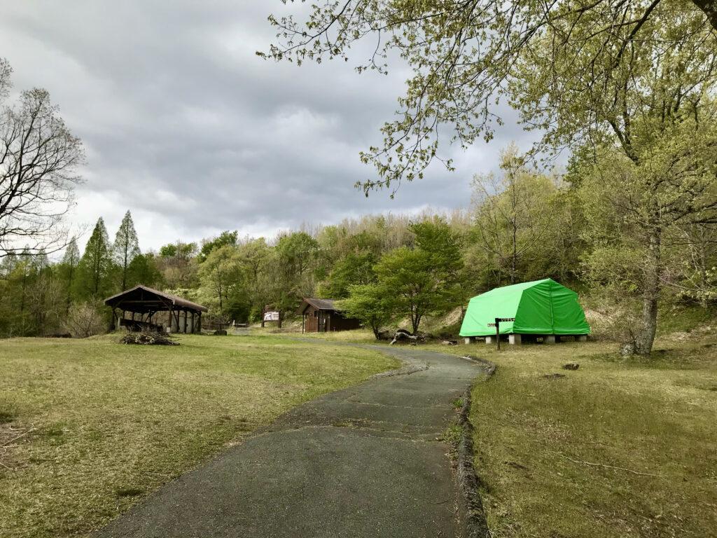 熊本県阿蘇郡ヒゴダイ公園キャンプ場 トイレのある図書館
